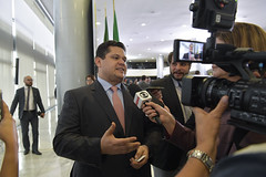 Fotos produzidas pelo Senado (Senado Federal) Tags: presidência senadordavialcolumbredemap entrevista coletiva imprensa câmerafilmadora brasília df brasil 200diasdegovernobolsonaro cerimônia paláciodoplanalto