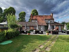 The Chequers Inn at Fingest (Bruce Clarke) Tags: garden summer buckinghamshire fingest outdoor huaweip30 chilterns pub thechequersinn henleyonthames england unitedkingdom