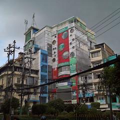 Colors before the rain / Des couleurs avant la pluie #katmandu #nepal #mousson #monsoon (sguer.decaen) Tags: instagramapp square squareformat iphoneography uploaded:by=instagram