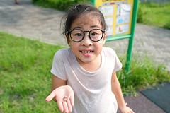 20190716 221/365 (直髮盧女士與捲毛壞脾氣小姐) Tags: 咪比 365 成長紀錄 child children girl kids mibi