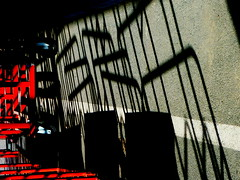(Jean-Luc Léopoldi) Tags: bricolage chariots soleil ombres rouge mur