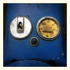 Ein echter Simson! ... echt jetzt! (schau_ma_da) Tags: 2604 album1 blau deutschland flickr gesicht gesichter iphone66s kölle köln lackgesichter pareidolie quadrat südstadt schaumada strasenfestbonnerstrase