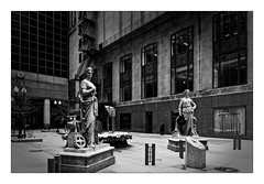 2 Statues (Jean-Louis DUMAS) Tags: chicago hdr sony city cityscape statue neige snow winter hiver tree artistique frame artistic art architecture black blackandwhite noiretblanc nb noir monochrome voyage trip travel bw