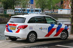 Dutch police Mercedes B klasse OOV striping (Dutch emergency photos) Tags: politie police polizei polit politi polis polisi polisie polisia politia polic policie policia polizi polizie polizia politievoertuig politievoertuigen policevehicle policevehicles polici policecar politieauto policecars politieautos amsterdam amsterdams amstelland blauw licht blue light lightbar lichtbalk lichtbak lichtbar lights neder nederland nederlands nederlandse netherlands netherland dutch emergency photos photo foto fotos flickr canon eos 70d voertuig voertuigen oov new striping zf584b 9232