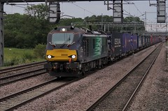 "Copped Another Cat ! 88006 ""Juno"" - 4S43 - Cathiron - 19-07-19 (techno-phobe) Tags: cathiron warwickshire westcoastmainline wcml train locomotive freighttrain freight bimodal caterpillar class88 drs directrailservices 4s43 88006 juno"
