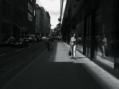 sunny side of the street@Düsseldorf, Germany (Amselchen) Tags: city street streetphotography streetsnap people pedestrians bnw blackandwhite light shadow mono monochrome panasonic germany citylife urban season summer lmonochromed panasonicdcgx9 lumixgvario1232f3556