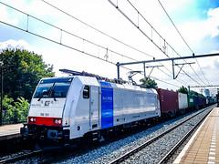 DB Cargo Nederland 186 501 met 'Evergreen' containertrein @ Eindhoven (Avinash Chotkan) Tags: trains bombardier traxx br186 dbcargo railpool thenetherlands evergreen containers 186501 dbcargonederland