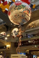 BO0O1284 (pataparat) Tags: canon1dx 24105l moscow moscú moskau μόσχα гум арт art statue estatua άγαλμα yontu toy люди people