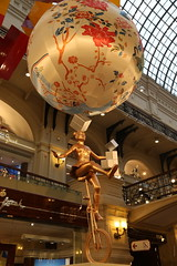 BO0O1286 (pataparat) Tags: canon1dx 24105l moscow moscú moskau μόσχα гум арт art statue estatua άγαλμα yontu toy люди people