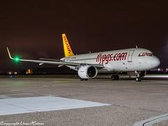 Pegasus Airlines TC-NBI HAJ at Night (U. Heinze) Tags: aircraft airlines airways airplane planespotting plane olympus omd em1markii flugzeug haj hannoverlangenhagenairporthaj night eddv