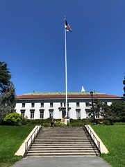 California Hall (Melinda * Young) Tags: summer sunshine lawn stairs steps students flagpole flag ucberkeley sfs
