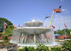 Fountain and camera platform, Toronto 2019 (Richard Wintle) Tags: streetsoftoronto exhibitionplace honda indy toronto nttdata ntt indycar fountain media camera cameraoperator