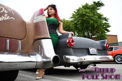 DSC_1813 (classic77) Tags: pin up pinup pole show classic car cadillac girl model