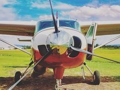 De cara com a Fera (camargsen) Tags: cessna c208 caravan plane avião planespotting avgeek aviation airplane aeroclubedenovohamburgo ptogv aircraft spinner reflection aviação