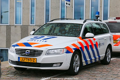 Dutch police Volvo V70 LE (Dutch emergency photos) Tags: politie police polizei polit politi polis polisi polisie polici policie policia polisia politia polizie polizia polizi politievoertuig policevehicle vehicle voertuig voertuigen politievoertuigen policevehicles amsterdam amstelland nederland nederlands nederlandse netherlands dutch emergency photos foto fotos photo flickr canon eos 70d le landelijke eenheid noord west noordwest klpd ijdock blauw licht blue light lightbar lichtbalk lichtbak volvo v 70 v70 traffic trafficpolice verkeer verkeers verkeerspolitie snelweg highway 1297 97 jj760z