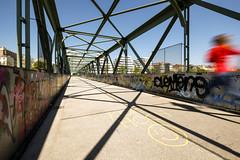 Hurry (CoolMcFlash) Tags: motion run person candid street streetphotography vienna fujifilm xt2 blur bewegungsunschärfe laufen eile hurry wien fotografie photography xf1024mmf4 r ois graffiti clevertoastminus50prozent schnelhindöööööööö