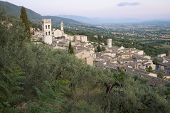 Assisi, Perugia, Italy (Tokil) Tags: assisi perugia umbria italia italy medieval ancient medievalvillage ancientvillage houses nature landscape hills colors sunset sunsetlight urban travel nikond90