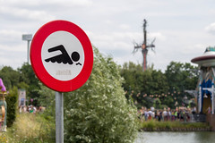 Traffic sign at the lake shows that swimming is prohibited at the Tomorrowland Festival (verchmarco) Tags: festival tomorrowland europa belgium brussel europe 2019 brüssel music street strase road people menschen signalise signalisieren signal landscape landschaft city stadt traffic derverkehr travel reise dragrace vehicle fahrzeug outdoors drausen urban städtisch flagsignal flaggensignal bike fahrrad noperson keineperson environment umgebung food lebensmittel park summer sommer