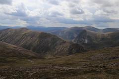 Ridge and Carn a' Mhaim (steve_whitmarsh) Tags: aberdeenshire scotland scottishhighlands highlands landscape mountain hills topic