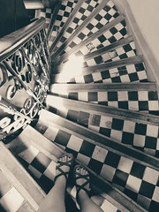 Old stairs (Helene Iracane) Tags: avignon hôtel hotel stairs staircase escalier noir blanc tiles carreau carreaux old vieux white black perspective france marches descendre