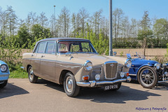 1964 Wolseley 16-60 - GR-74-76 (Oldtimers en Fotografie) Tags: 1964wolseley1660 gr7476 1964 wolseley1660 wolseley britishcars britishcar classiccar classiccars klassiekers klassieker oldtimer oldtimers oldcars oldcar voiture voitures automobiles automobile carshow carevent oldtimerevenement oldtimertreffen klassiekerdrachten2019 klassiekerdrachten showpaddock2019 showpaddock fransverschuren fotograaffransverschuren photographerfransverschuren oldtimersfotografie car vehicle