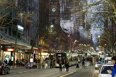 Early evening peak, Collins Street, Melbourne (Joe Lewit) Tags: planart1485 melbourne collinsstreet evening peak trams commuters townhall traffic