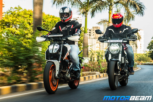 Honda-CB300-R-vs-KTM-Duke-390-15