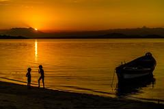 Sunset em Paquetá - Rio de Janeiro (mariohowat) Tags: ilhadepaquetá paquetá sunset pôrdosol natureza riodejaneiro canonm3 silhueta
