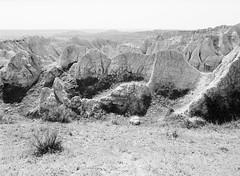 Badlands: Ancient Hunters Overlook (LarsHolte) Tags: pentax 645 pentax645 645n 6x45 smcpentaxa 35mm f35 120 film 120film analog analogue kosmo foto mono 100iso mediumformat blackandwhite classicblackwhite bw monochrome filmforever filmphotography ishootfilm larsholte homeprocessing usa southdakota badlands landscape nationalpark wall outlook d76
