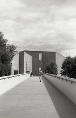 The Hepworth, Wakefield 1 (vickyhindle) Tags: blackwhite 35mmfilmphotography canoneos3 canonef50f14 ilford delta 100 ilfotecddx thehepworth sculpture architecture