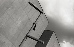 The Hepworth, Wakefield 5 (vickyhindle) Tags: blackwhite 35mmfilmphotography canoneos3 canonef50f14 ilford delta 100 ilfotecddx thehepworth sculpture architecture