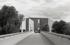 The Hepworth, Wakefield 2 (vickyhindle) Tags: blackwhite 35mmfilmphotography canoneos3 canonef50f14 ilford delta 100 ilfotecddx thehepworth sculpture architecture