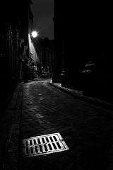 Ruelle sombre Dark alley (freephysique) Tags: