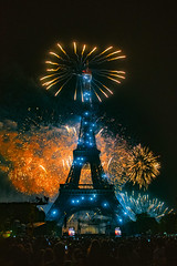 This is the Greatest Show...Vive La France  ! Feu d'artifice ,Tour Eiffel ; 14 juillet 2019, Fête nationale Paris. No. 532. (Izakigur) Tags: eiffeltower 14juillet toureiffel paris france fireworks feuerwerk bastilleday fuochiartificialiaparigi parigi laprisedelabastille fêtenationalefrançaise fuochidartificio nikon nikond810 champdemars latoureiffel torreeiffel feudartifice 2019 izakigur yellow night europa europe jakubjózeforliński