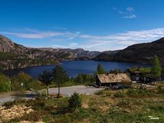 Preikestolen (Gatodidi) Tags: preikestolen li stavanger noruega lagos fiordos naturaleza natura azul cielo reflejos lansdcapes paisaje paisatge norwegian norway ng