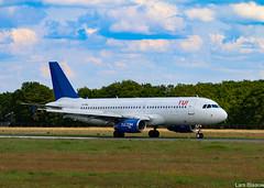 Airbus A320 op Eelde (Lars Blaauw) Tags: a320 airbus aircraft airport drenthe eelde getjet groningenairporteelde luchthaven luchtvaart tui tuifly tynaarlo vliegtuig vliegveld
