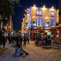 Temple Bar (Jim Nix / Nomadic Pursuits) Tags: jimnix nomadicpursuits photography travel ireland dublin europe night templebar templebardistrict pub on1
