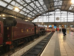 6201 Lime Street (Flikrman Gaz) Tags: steam steamloco train railway liverpoollimestreet clock red lms princesselizabeth 6201