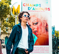 Street - Champs d'amour (François Escriva) Tags: street streetphotography paris france people candid olympus omd photo rue woman colors sidewalk sign metro tube subway sunglasses sun poster ad expo fun funny yellow green blue face trans