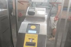 Finalmente anche a Roma in metro con la carta di credito? Ecco cosa abbiamo visto sulla #MetroA (06roma) Tags: roma trasporto pubblico metro