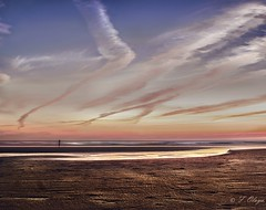 La Sombra Perdida. - The Lost Shadow. (frank olayag) Tags: sony frankolaya elpalmar playa cádiz arena mar españa andalucia atardecer nubes ocaso sombra