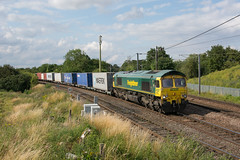 66551 Haughley Junction 18/07/19 - 66551 rounds the curve at Haughley Junction with 4L87 Leeds to Felixstowe freightliner. The 'Fred' is about to join the GEML which can be seen on the right of the shot. (rhayward92) Tags: haughley junction geml great eastern main line uk railway trains 66551 4l87 freightliner