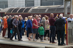 Crowds at Preston Railway Station waiting for the historic Flying Scotsman steam engine (Tony Worrall) Tags: preston lancs lancashire city welovethenorth nw northwest north update place location uk england visit area attraction open stream tour country item greatbritain britain english british gb capture buy stock sell sale outside outdoors caught photo shoot shot picture captured ilobsterit instragram photosofpreston candid people gather crowd station railway steam wait flyingscotsman trains prestonrailwaystation platform inside