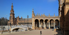 Plaza de España is a landmark in Seville (B℮n) Tags: plazadeespaña sevilla seville spain landmark mooirsh fountains pavilions film starwars naboo attackoftheclones episodeii world exhibition government townhall andalusia andalucia olives historic buildings ponds walls benches spain's famous open square filmed spanje 50faves topf50 1929 wellknown aníbalgonzález architecture architectural masterpiece monument decorated ceramictiles young anakin padmé maríaluisapark tamronsp2470mm 100faves topf100