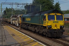 Green Team: 66568 6Yxx Harlow Mill 21/07/19 (TheStanstedTrainspotter) Tags: train trains rail railway transport transportation publictransport westanglia westangliamainline essex freightliner class66 66 66568 66569 nr networkrail engineeringtrain northfambridge southminster whitemoor whitemooryardldcgbrf ge geml greateasternmainline