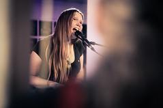 Nika Jonsson (designladen.com) Tags: annikajonsson konzert concert live p7193828 olympusem1markii olympus olympusm45mmf12 45mm