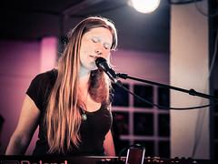 Nika Jonsson (designladen.com) Tags: annikajonsson konzert concert live p7193947 olympusem1markii olympus olympusm45mmf12 45mm