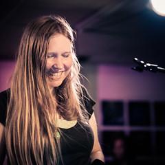 Nika Jonsson (designladen.com) Tags: annikajonsson konzert concert live p7193985 olympusem1markii olympus olympusm45mmf12 45mm