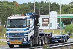 Volvo FH4 from Schoones Holland. (capelleaandenijssel) Tags: 03bhx9 nootenboom heavy haulage convoi exceptionnel uitzonderlijk vervoer netherlands truck trailer lorry camion lkw