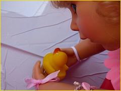 Schwimm Ente ! / Go for a swim duck ! (ursula.valtiner) Tags: puppe doll bärbel künstlerpuppe masterpiecedoll badeente rubberduck quietscheente baden bath plantschen splash sommer summer